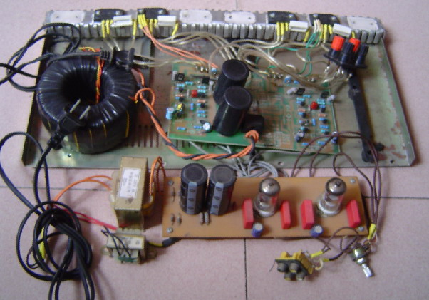 功放魔机,前胆后锡,前级用6j8电子管,后级用2sa1494 2sc3858配对管,整
