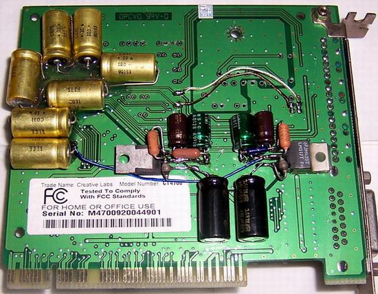 我只能说声音很有味道,基本达到厚通清几个要求。该卡没有放大电路,就是信号不经过放大直接输出。那块加上去的电路板是晶振板带独立供电。因为没有放大电路,所以不需要大电压,2个稳压均为MOTO的LM317,1个输出3.3V,1个输出5V,均为CODEC既数字模拟转换IC的供电电压,直接取声卡12V电压,不用外接电源,和普通声卡使用没区别。 该卡取消了放大电路并没有变的音量小,反而比原卡更大。忘记说明下,卡的模拟信号输出没有接耦合电容,不适合耳机直接使用,除非接耳放。比较推荐使用功放或多媒体音箱的玩家。 最后说下