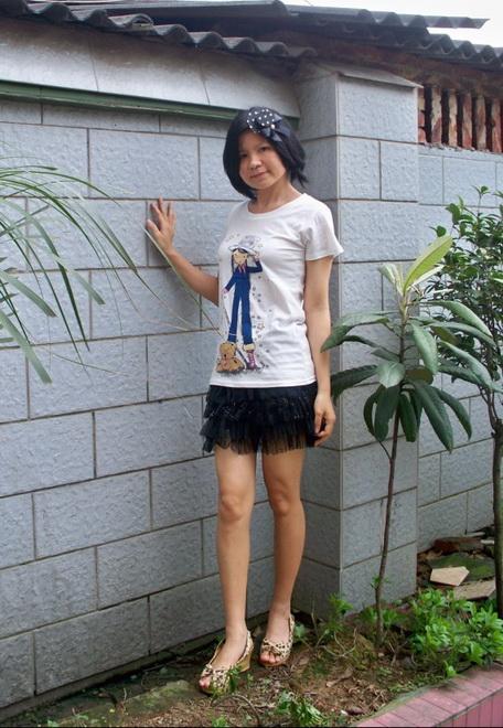 春夏百搭卡通T恤放风筝的小女孩 白黄二色入 18元-情侣装30 套,亲子图片