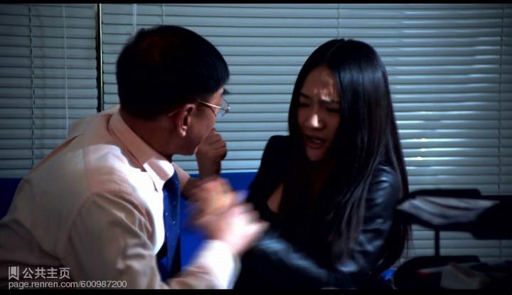 北影美女神似周迅拍微电影遭揩油 办公室遭老板表白强